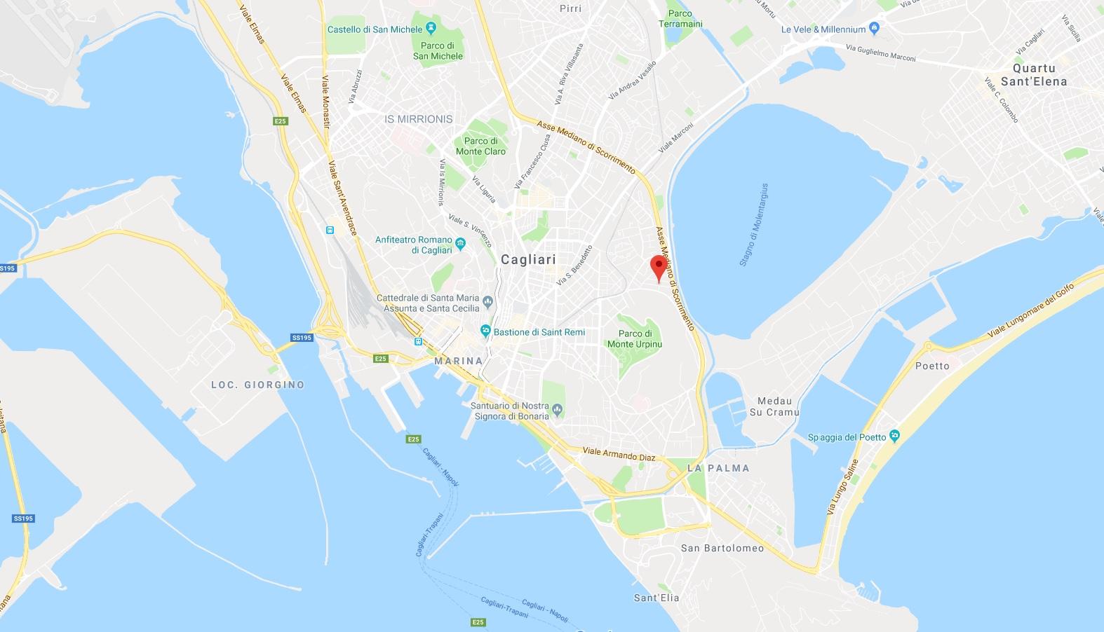 Infissi in legno per la nuova realizzazione in costruzione in Via San Giuliano a Cagliari